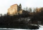 Zamek na Pieskowej Skale w aurze zimowej