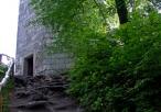 Wieża zamkowa w Ojcowie - widok od dołu