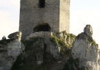 Ruiny zamku - widok na budynek główny