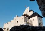Zamek w Bobolicach - widok spod skał koło zamku