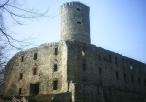 Lipowiec - widok zamku z podzamcza