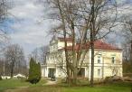 Widok na Pałac Raczyńskich od strony stawu