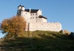Zamek w Bobolicach - widok od strony ścieżki z kierunku zamku w Mirowie
