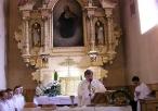 Widok ołtarz główny we wnątrz podczas mszy