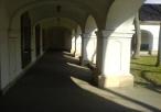 Klasztor Dominikanek wewnątrz podwórza