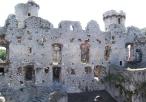 Zamek Ogrodzieniec wewnątrz