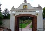 Sanktuarium - brama główna od wewnątrz