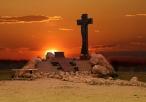 Zachód słońca nad pomnikiem w okolicy Sanktuarium