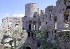 Widok na basztę zamkową od wewnątrz zamku