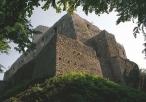 Potężne mury zamkowe