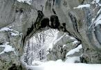 Brama Twardowskiego w aurze zimowej
